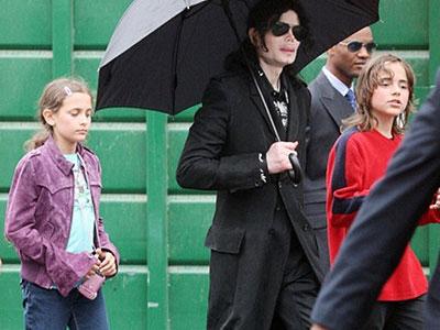 Paris-Michael-Katherine-Jackson-07