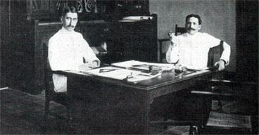 Ir. J. van Hoytema ( kiri) dan Ir. S. Snuyf (kanan),  merupakan arsitek-arsitek utama bangunan pemerintahan yang dibangun oleh BOW, pada peralihan akhir abad 19 ke awal  abad ke 20.