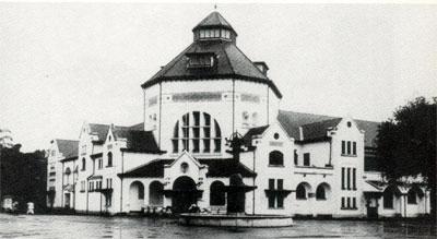 Kantor Pos besar Medan dibangun pada th. 1909 dirancang oleh arsitek S. Snuyf dari BOW. Bangunan tersebut temasuk salah satu bentuk arsitektur transisi yang  dirancang oleh BOW.
